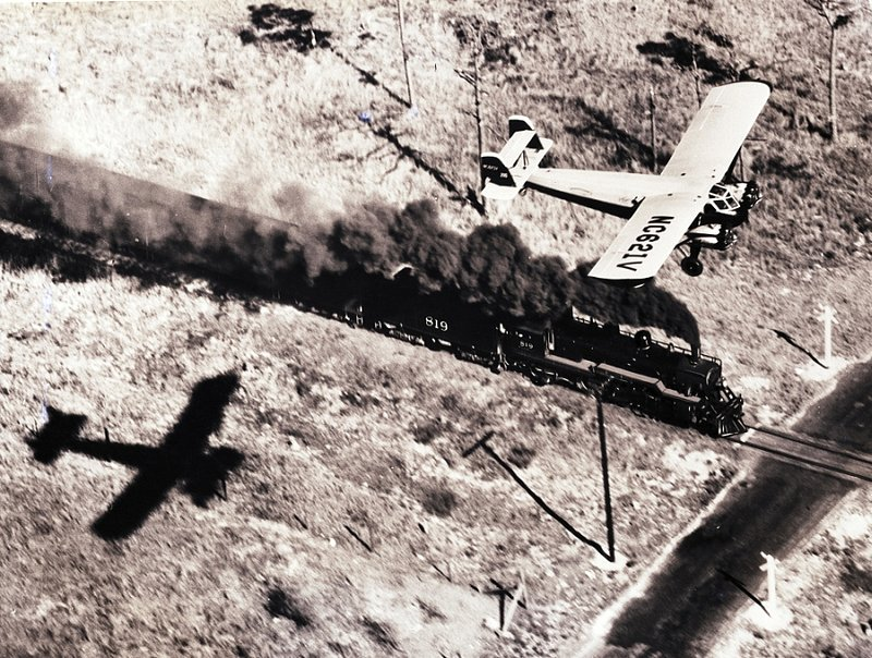 AVIATION 1-004 plane racing train c. 1930s.jpg