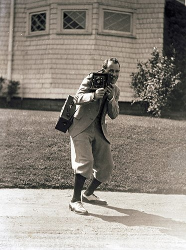 Charles C. Ebbets (3-020LR) poised w camera c. 1932.jpg