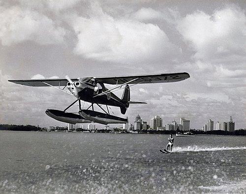 SPORTS other 17-009 plane pulling water skier -final BW copy.jpg