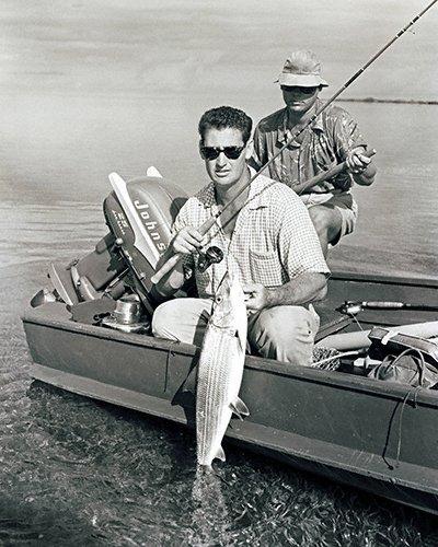 celebrities (2-019LR) Ted Williams fishing-nice bonefish at side of boat.jpg