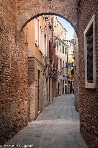 Alleyway in Venice Italy.jpg