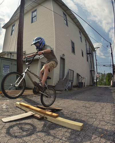 002_bike_riders_alley_2008_baltimore.jpg