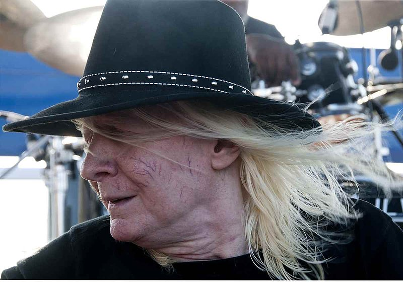 JLW-Johnny Winter-LRBC-2009-0125-006e.jpg
