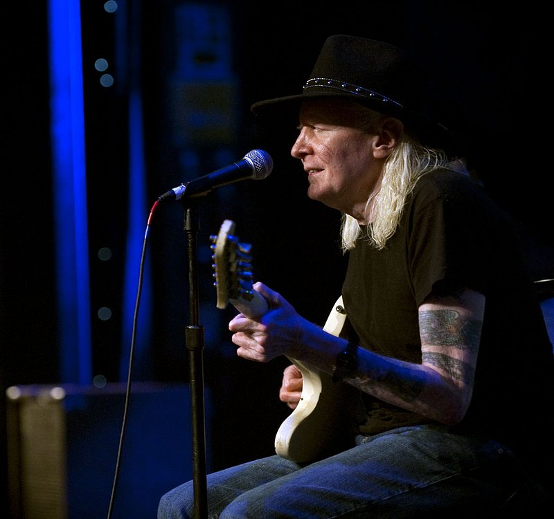 JW-Johnny Winter-LRBC-2010-0124-008r.jpg