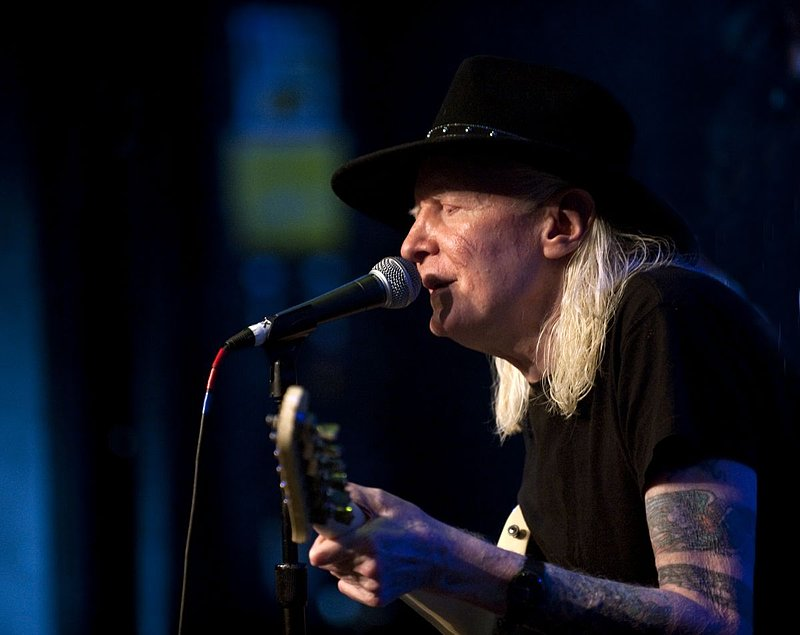 JW-Johnny Winter-LRBC-2010-0124-011e.jpg