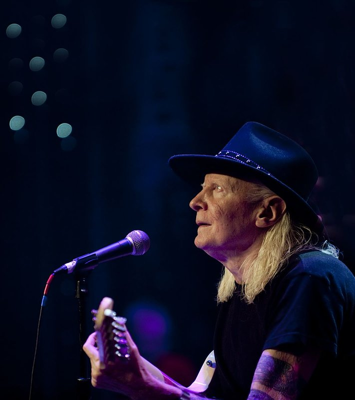 JW-Johnny Winter-LRBC-2010-0124-025e.jpg