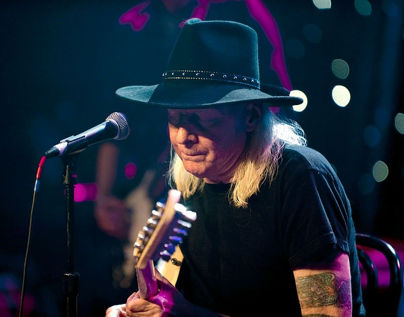 JW-Johnny Winter-LRBC-2010-0124-029e.jpg