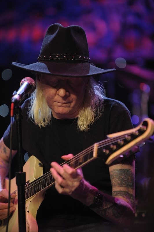 JW-Johnny Winter-LRBC-2010-0124-036e.jpg