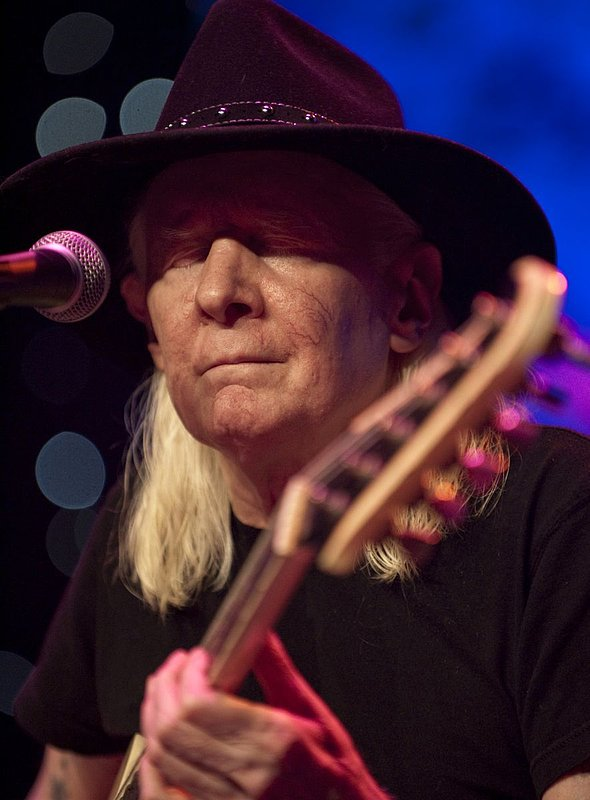 JW-Johnny Winter-LRBC-2010-0124-044e.jpg
