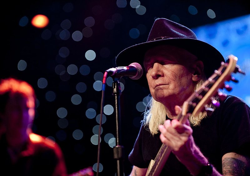 JW-Johnny Winter-LRBC-2010-0124-045e.jpg