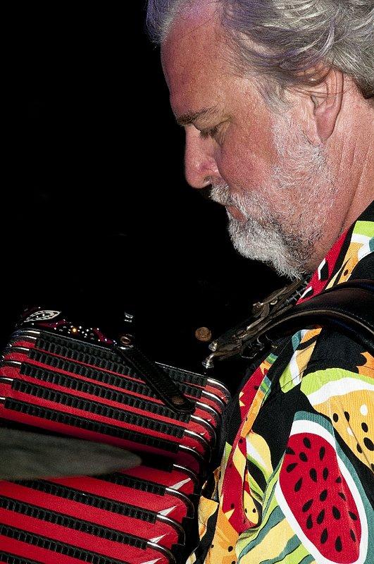 TB-Johnny Sansone-LRBC-2010-0128-012e.jpg
