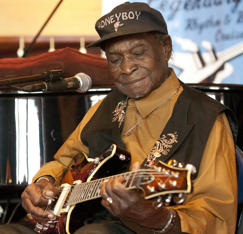 DHE_David_Honeyboy_Edwards_LRBC_Oct_2010_1018_0052e_web.jpg