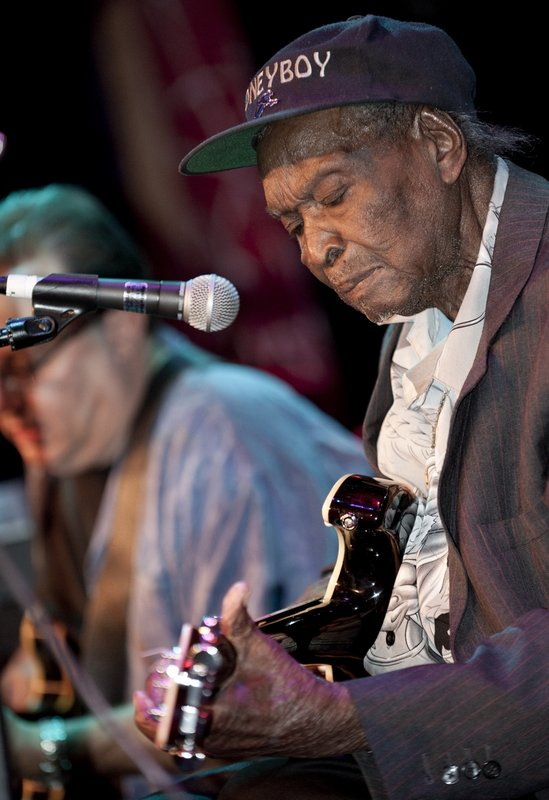 DHE_David_Honeyboy_Edwards_LRBC_Oct_2010_1022_0014e_web.jpg