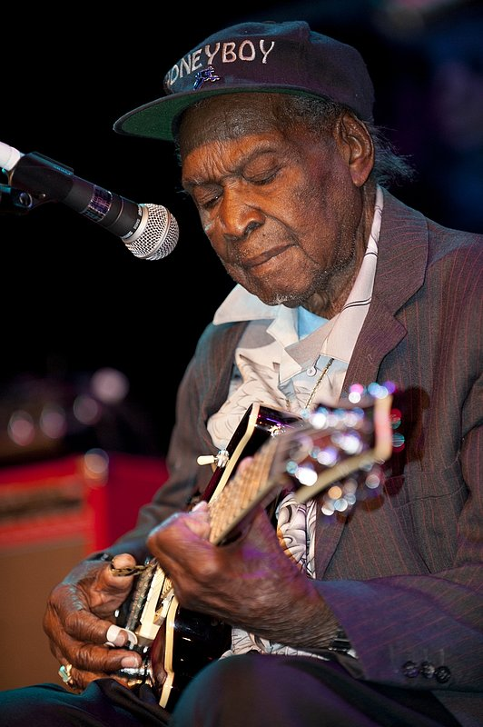 DHE_David_Honeyboy_Edwards_LRBC_Oct_2010_1022_0043e_web.jpg