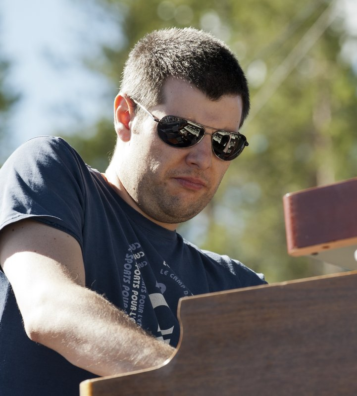 MS_Jonny_Henderson_Keyboards-COL-BluesFromTheTop-2011-0626-007e_WEB_1200.jpg