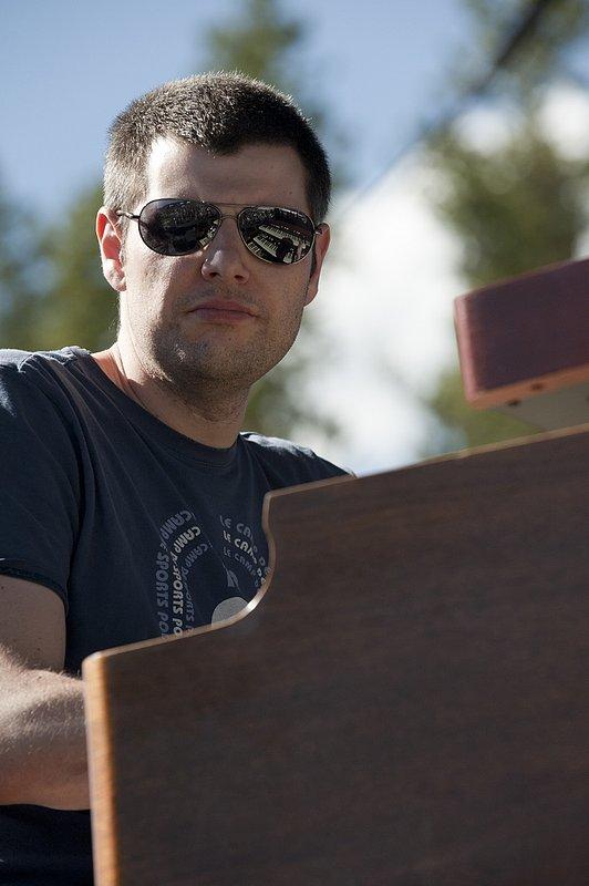 MS_Jonny_Henderson_Keyboards-COL-BluesFromTheTop-2011-0626-014e_WEB_1200.jpg