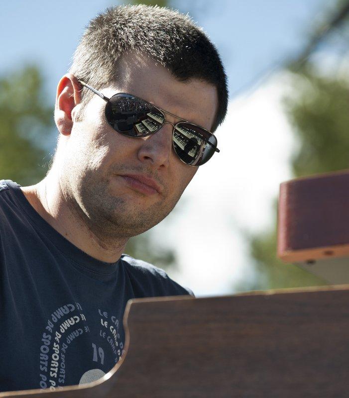 MS_Jonny_Henderson_Keyboards-COL-BluesFromTheTop-2011-0626-015e_WEB_1200.jpg