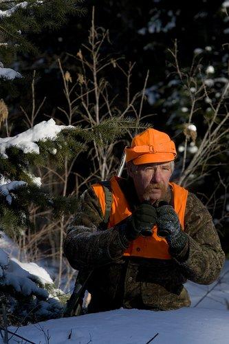 ©TC-Muzzleloader Hunter In Snow-D90008-00001.jpg