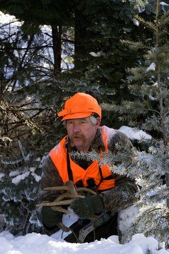 ©TC-Muzzleloader Hunter In Snow-D90008-00007.jpg