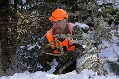 ©TC-Muzzleloader Hunter In Snow-D90008-00011.jpg