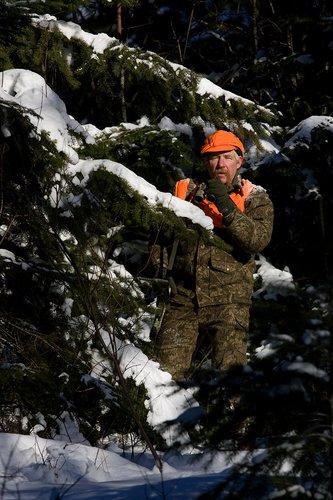 ©TC-Muzzleloader Hunter In Snow-D90008-00015.jpg