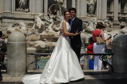 bride groom at trevi 30-6-10 (3).jpg