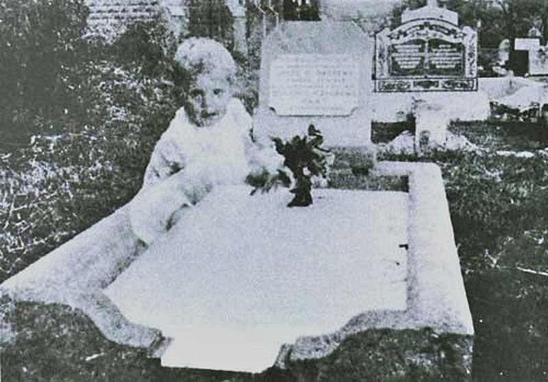 13 of History's Most Famous Ghost Photos | Mental Floss