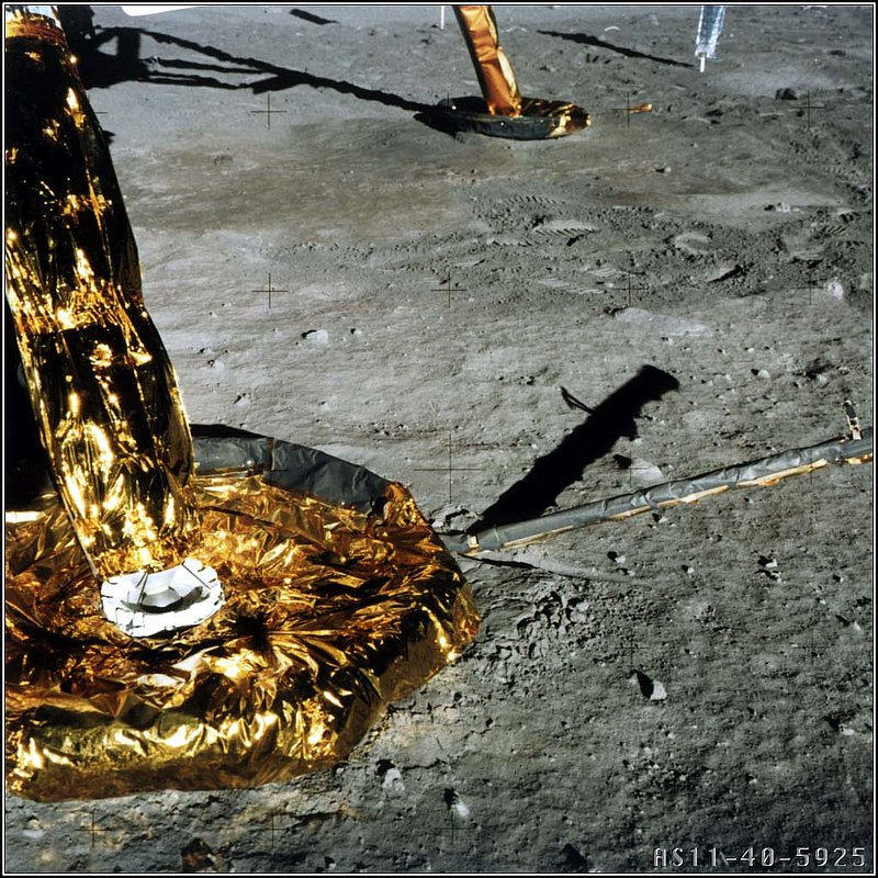 MOON--APOLLO%2011%20LANDING%20PADS--NO%2