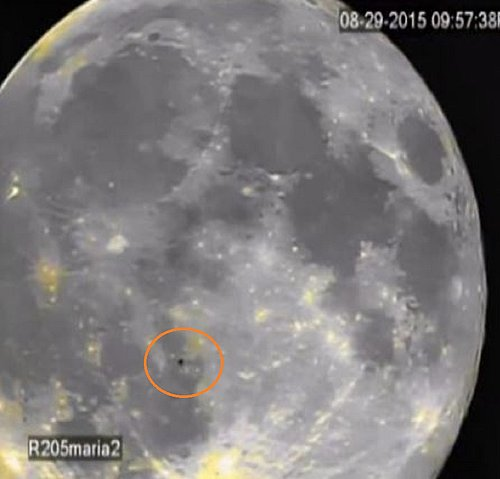 8-29-15 MOON--ALIEN CRAFT PASSING OVER THE SURFACE--PIC 3--UFO CASEBOOK.jpg