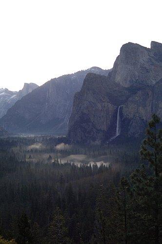 Misty sunrise in Yosemite Valley 4-21-07 2_007.jpg