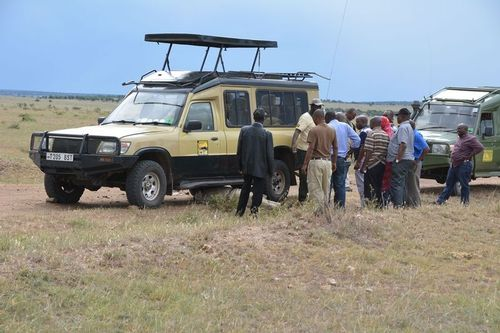 Broken Down in the middle of the Serengeti Plains - Tanzania D5200 339 11-15-14.jpg