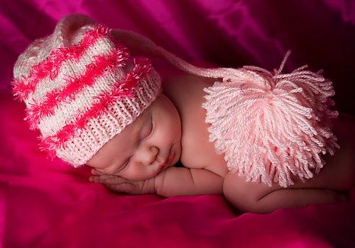 Newborn-Sleeping-Pink2.jpg