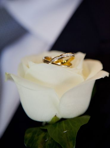 Wedding-Ring-Bouquet.jpg