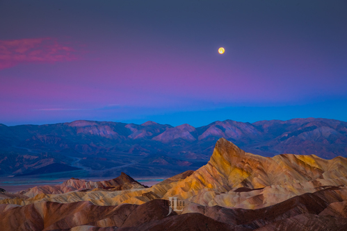 death-valley-moonset-.jpg