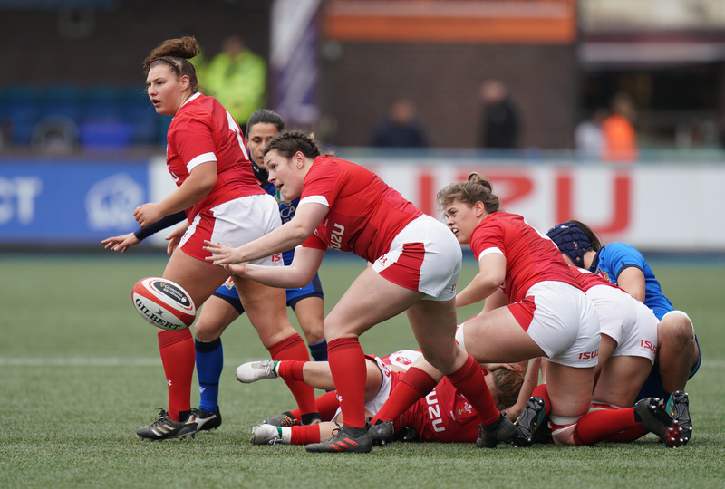 SA900663.jpg :: Cerys Hale (Wales) in action during the  Womens Six Nations Rugby at Cardiff Arms Park Cardiff United Kingdom on February 02 2020 Graham / GlennSports