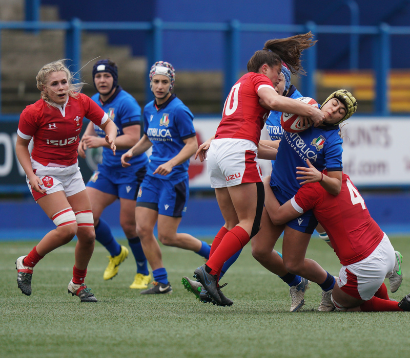 SA900723.jpg :: Robyn Wilkins (Wales) tackles Beatrice Rigoni during the  Womens Six Nations Rugby at Cardiff Arms Park Cardiff United Kingdom on February 02 2020 Graham / GlennSports
