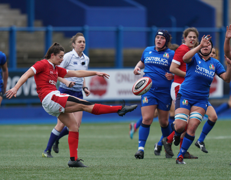 SA900741.jpg :: Robyn Wilkins (Wales) in action during the 