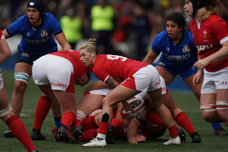 SA900787.jpg :: Keira Bevan (Wales) in action during the  Womens Six Nations Rugby at Cardiff Arms Park Cardiff United Kingdom on February 02 2020 Graham / GlennSports