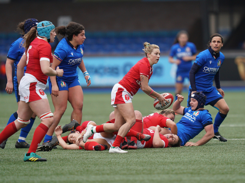 SA900835.jpg :: Keira Bevan (Wales) in action during the  Womens Six Nations Rugby at Cardiff Arms Park Cardiff United Kingdom on February 02 2020 Graham / GlennSports