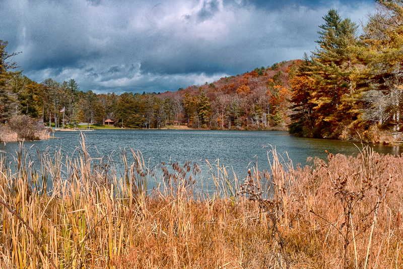 UP-3896(1).jpg :: A mountain lake framed with nature.