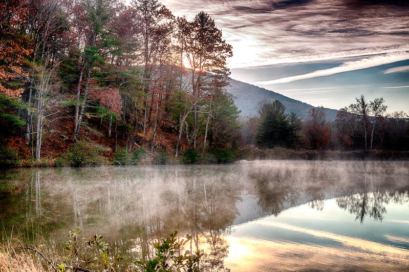UP-3939(1).jpg :: Morning light at dawn on the lake