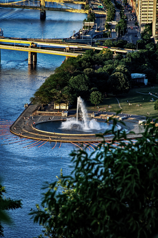 UP-854.jpg :: PIttsburgh fountain at the point.