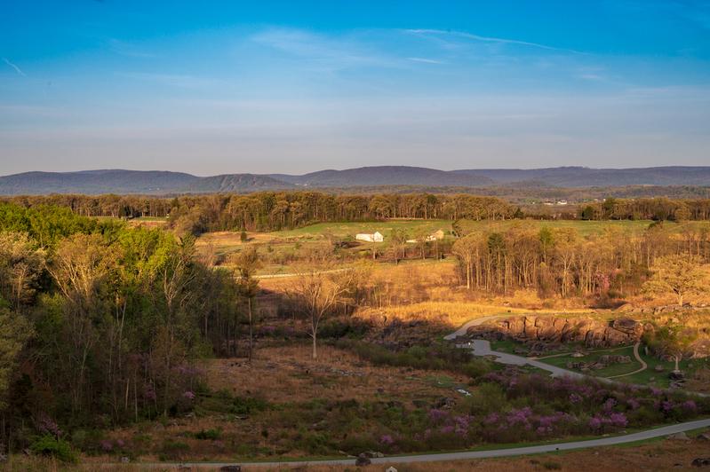 UP6_5204.jpg :: Morning sun rising to show Devils Den in Gettysburg