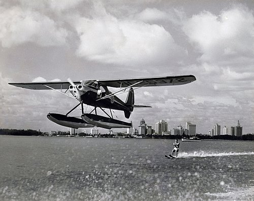 SPORTS other 17-009 plane pulling water skier -final BW copy.jpg