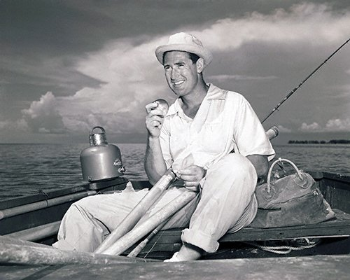 celebrities (2-029LR) Ted Williams eating lunch on the boat.jpg