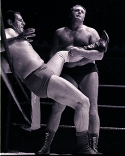 Albert Rocky Wall(L) v Ray Hunter2  edited  15Sep70.jpg