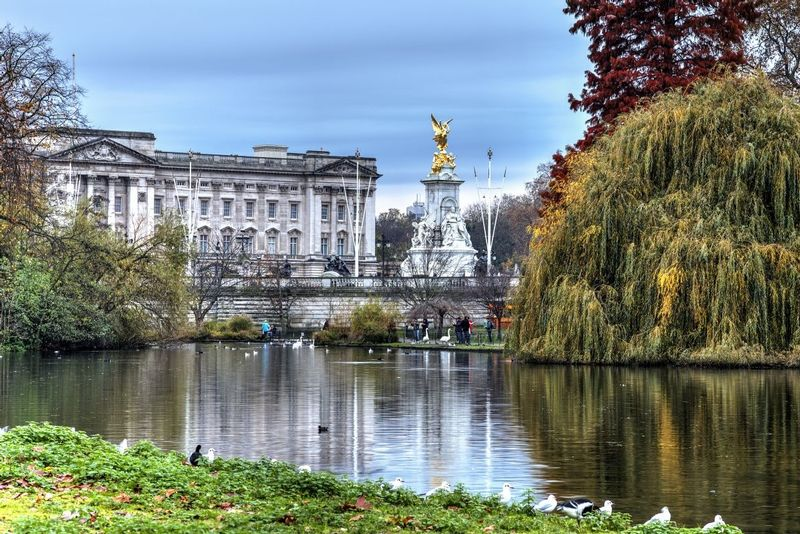 Buckingham Palace from St James Park - London - England.jpg
