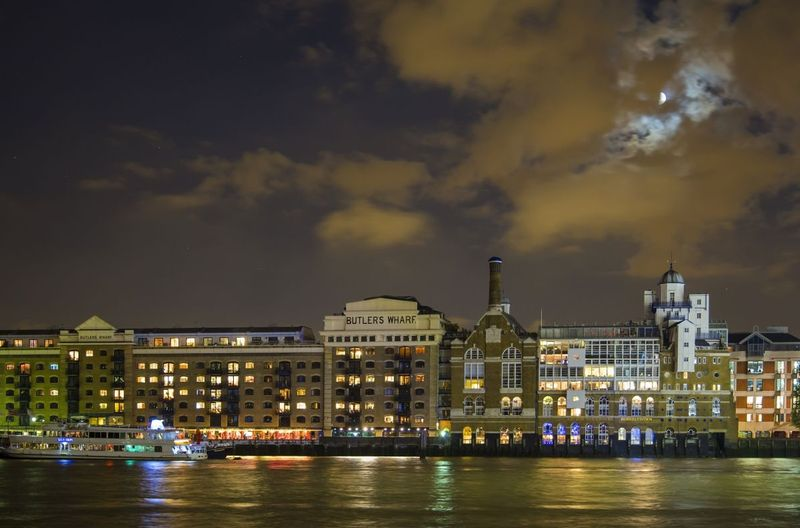 Butlers Wharf on the Thames - London.jpg