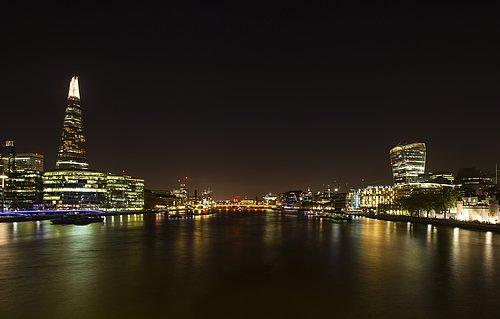 Night panorama of the Thames from Tower Bridge - London.jpg