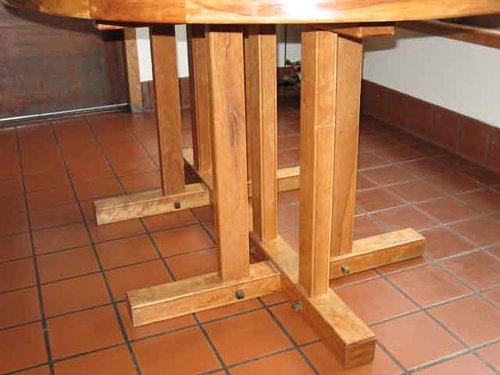 Kitchen-table-legs.jpg